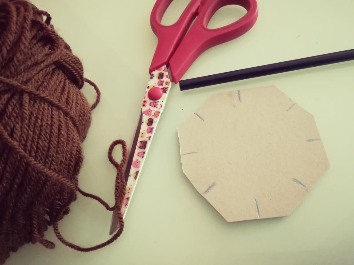 Manualidad cartón y lana